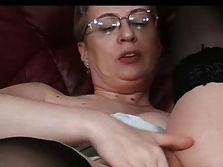 जंगली परिपक्व masturbates (मेरी सुंदर माँ 27)