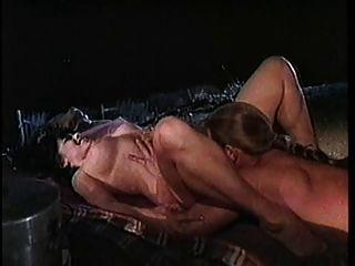 कैम्प फायर द्वारा सेक्स