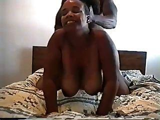 बड़े गोल काले बट पत्नी उसके गधे में मुर्गा दिया