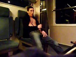 ट्रेन में समय की मौत