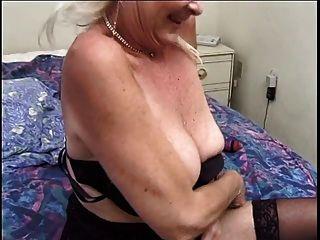 सेक्सी बालों वाली दादी