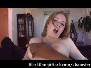 सफेद लड़की एक बीबीसी द्वारा fucked हो जाता है