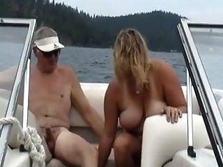 नाव पर पत्नी