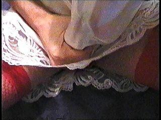 मेरे लैटिन साटन पर्ची और लाल जाँघिया में कमिंग