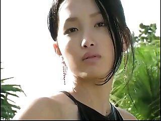 एशियाई मॉडलिंग लेटेक्स catsuit