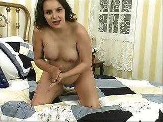 मोटा और रसदार गर्भवती फूहड़ उसके titts और विस्तृत खुली बिल्ली से पता चलता है