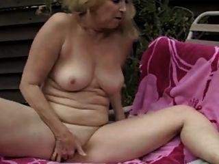 प्यारा दादी हस्तमैथुन