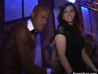 पुरुष पट्टी क्लब में नंगा नाच
