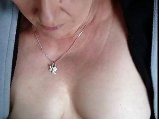 #homemademature प्यारा माँ देता है एचजे और स्तन पर cumshot