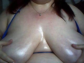 तेल से सना हुआ स्तन 2