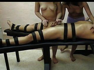 नग्न लड़कियों नीचे हाथ handjob