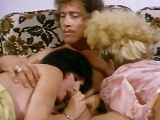 खूबसूरत गोरा ट्रम्प सवारी जॉन होम्स बिस्तर में
