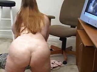 उसके वेब कैमरा शो derty24 के लिए masturbating गोल - मटोल महिला