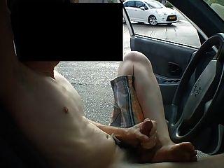 पार्क की कार में ट्विंक जैक बंद
