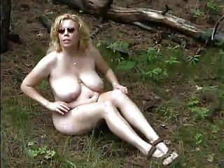 जंगल में बड़ी चूची गोल - मटोल गोरा
