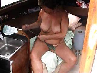 नाव पर मज़ा