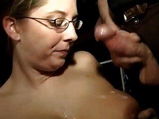 गर्म busty शौकिया पत्नी लंड की एक बहुत बेकार है