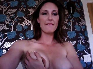 कैम पर गर्म गर्म महिला