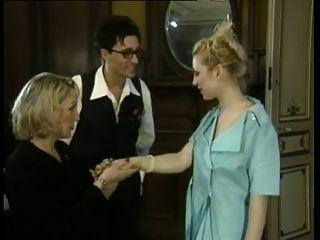 युवा महिला द्वारा फ्रेंच परिपक्व महिला के लिए गुदा fisting