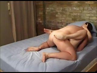 पत्नी उसे सफेद गधा में प्यार करता है