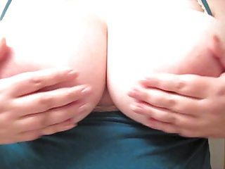 बड़ा स्तन लग रहा है
