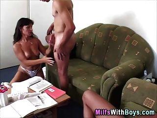 परिपक्व milf त्रिगुट सेक्स