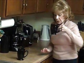 दादी बड़े स्तन ऊँची एड़ी