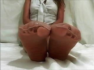 नायलॉन पैर के साथ अच्छी लड़की