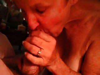 अनुभवी दादी चूसने मुर्गा