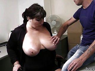 बॉस के साथ कार्यालय सेक्स और busty सचिव