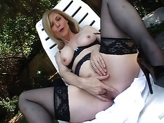 सेक्सी महिला एकल 66 एचएक्स