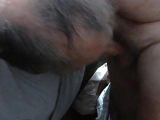 क्रेग्सलिस्ट से एक बड़ा काटा हुआ अजनबी चूसने