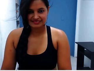 भारतीय लड़की उसे सेक्सी बड़ा बट दिखा