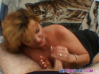 बड़े स्तन milf उसके पति पर धोखा देती है