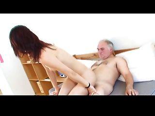 छोटे tittted लड़की दादा part2 द्वारा drilled हो जाता है