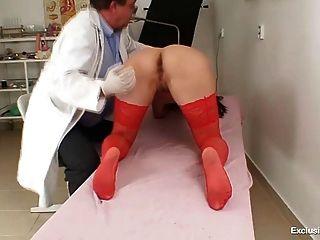 गांठदार gyno डॉक्टर उंगलियों बिल्ली की गर्म श्यामला