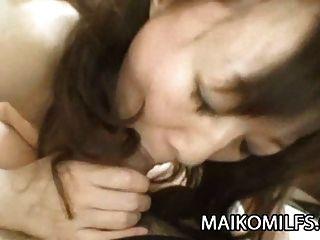 जापानी दादी yukiko moritani उत्सुक यौन खुशी के लिए