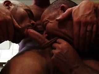 पुरुषों काम पर 3 गर्म और पसीने वाला दृश्य 3