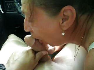 कार में निविदा blowjob