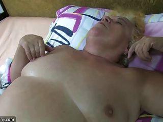 वसा बीबीडब्ल्यू नानी कठिन पर गलफुला परिपक्व और पट्टा के साथ यौन संबंध है