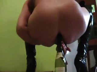 गधा में शौकिया गोरा परिपक्व शराब की बोतल