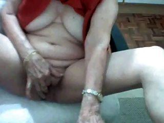 ब्राज़ीलियाई दादी 62 साल पुराने एकल