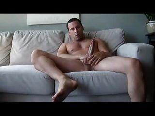 सोफे पर str8 आदमी स्ट्रोक