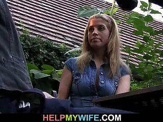 बूढ़ी पति उसे गर्म पत्नी fucks देखता है