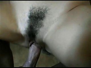 घुंघराले बालों वाली श्यामला बेब कट्टर सेक्स