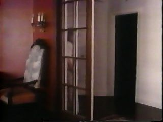 गोल्डे मॉडल राक्षसकोक के साथ जॉन होम्स