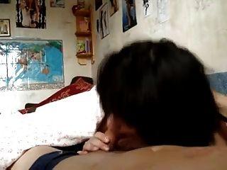 प्यारा कोरियाई लड़की एक अच्छा blowjob देता है