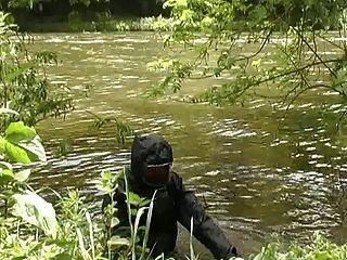 wetsuit और रबड़ वर्षावश फेटिश नरम में लड़की