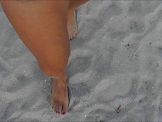 फूहड़ समुद्र तट पर जाना
