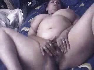 इसाबेल, घर पर खुश हस्तमैथुन